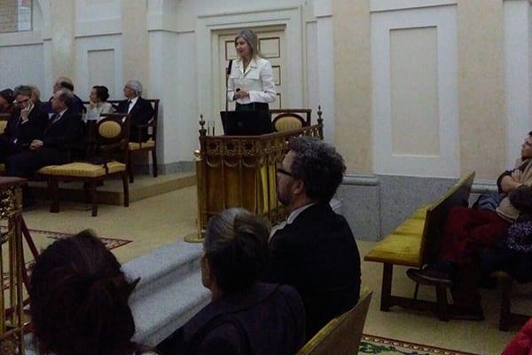 """La Dra. Mª Asunción Peiré, durante su intervención en la RANF titulada """"Aspectos Farmacológicos de los hongos medicinales"""""""