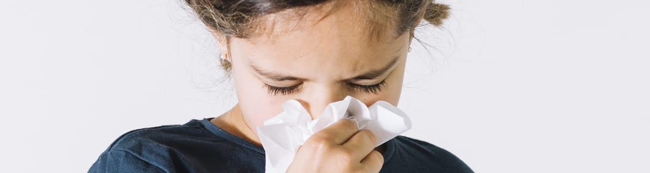 La histamina está detrás de muchos de los procesos relacionados con la urticaria, el goteo nasal, el exceso de mucosidad y la inflamación alérgica.